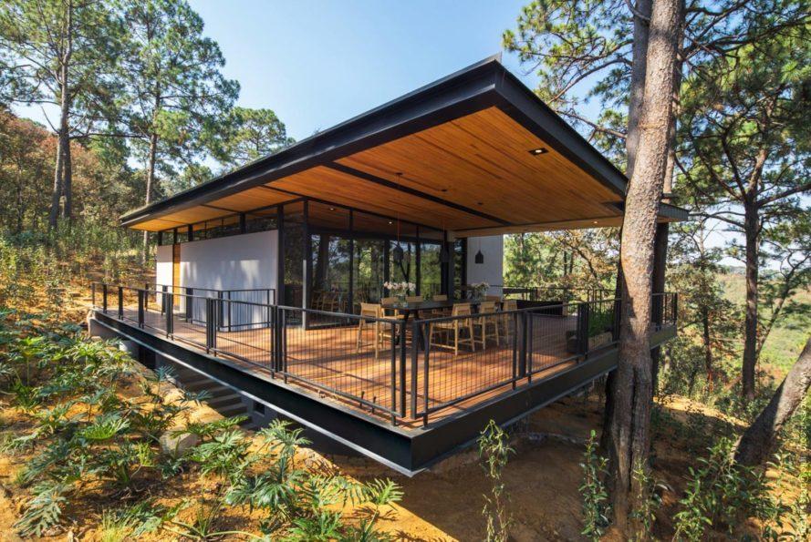 Broissin Green Roofed Irekua Anatani House 1 1 889X595